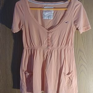 Hollister Peach Medium t-shirt.